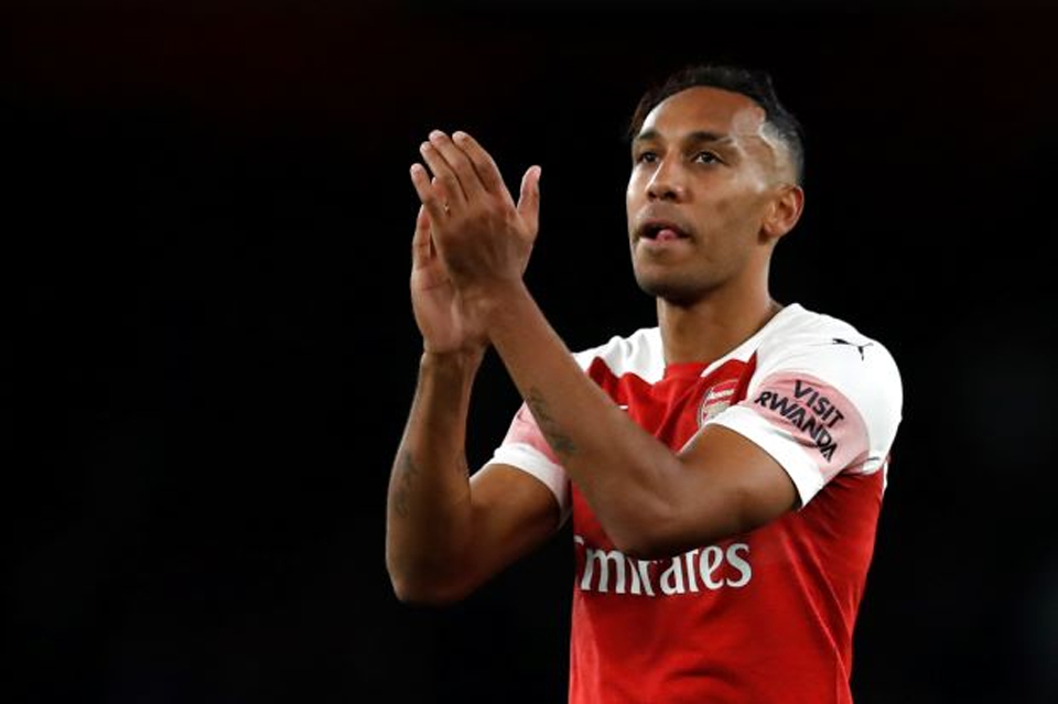 Aubameyang and Ozil inspire Arsenal comeback against Leicester