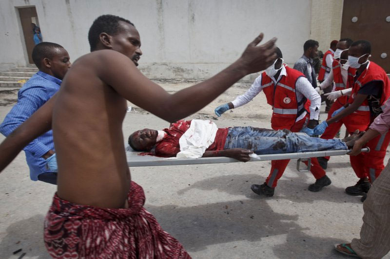 6 dead in blast at district headquarters in Somali capital