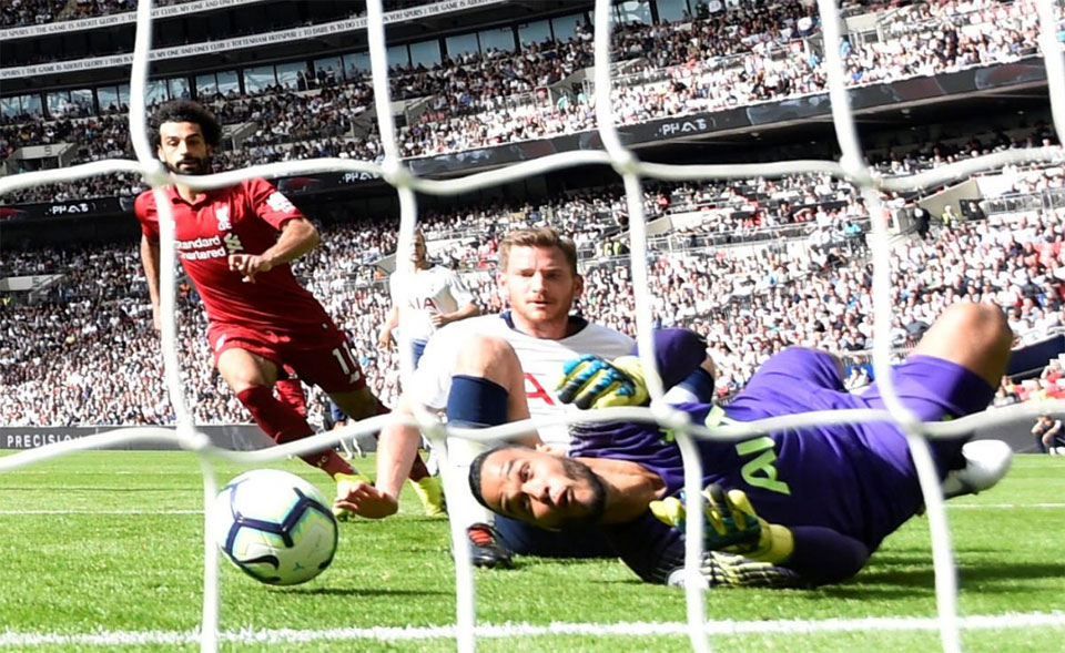 Relentless Liverpool sweep aside Tottenham to stay top