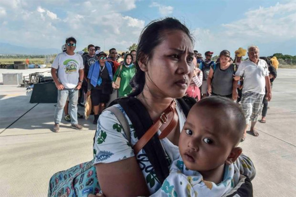 Death toll seen rising after Indonesia quake, tsunami kills hundreds