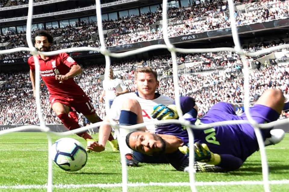 Relentless Liverpool sweep Spurs aside as Chelsea go top