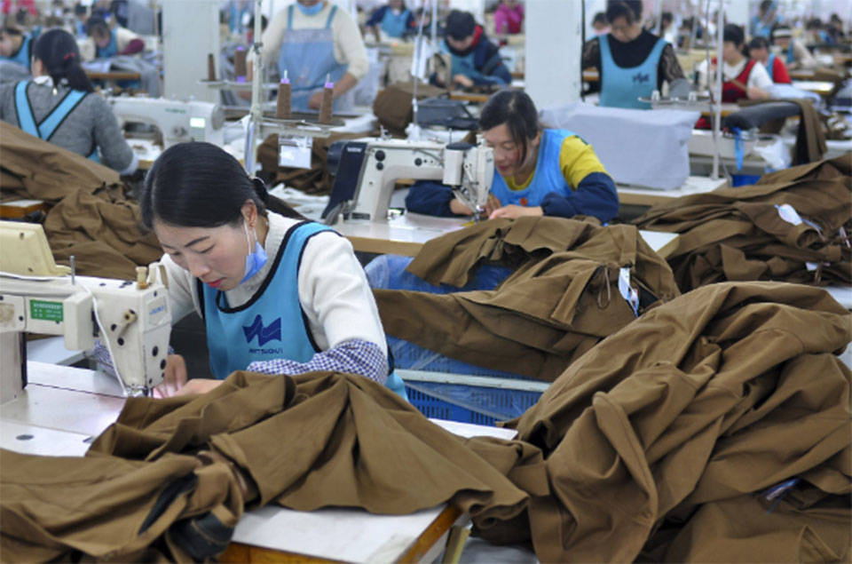 China's economic growth steady amid tariff fight with US