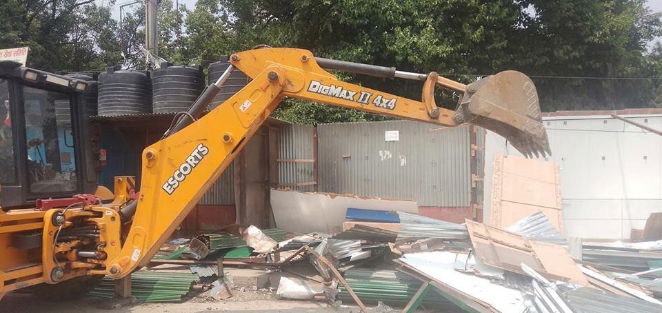 Amid public pressure, KMC dismantles illegal structures built at Khullamanch
