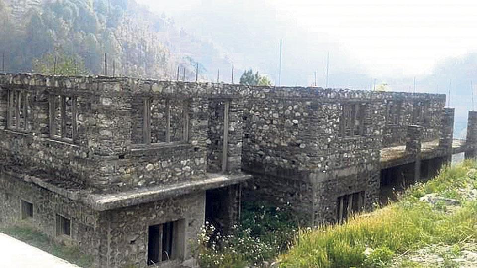 Contractor leaves project halfway, demands full money