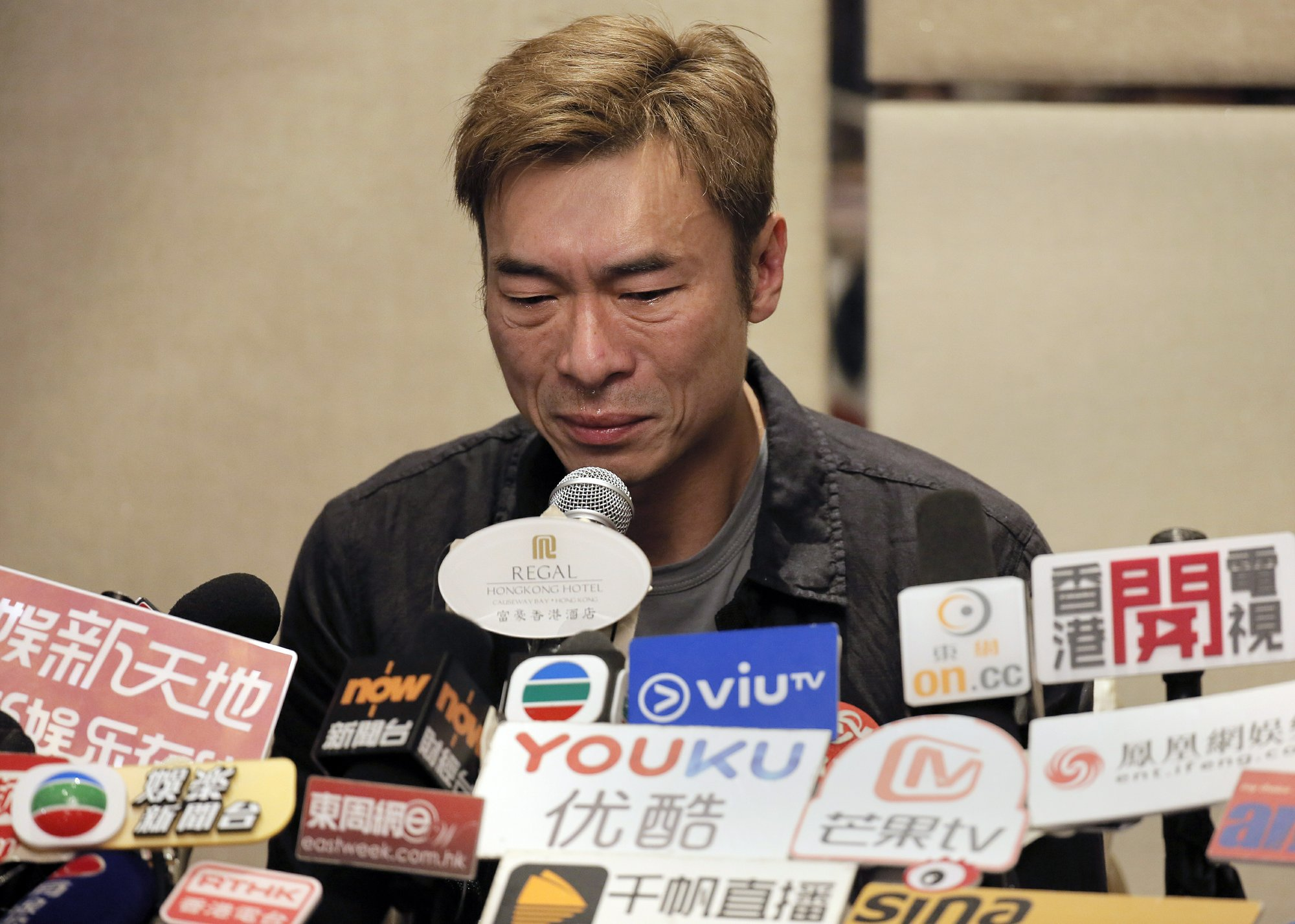 Andy Hui apologizes after taxi camera captures infidelity