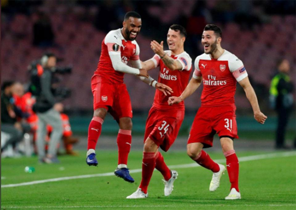 Magnificent Lacazette free kick sends Arsenal into semis