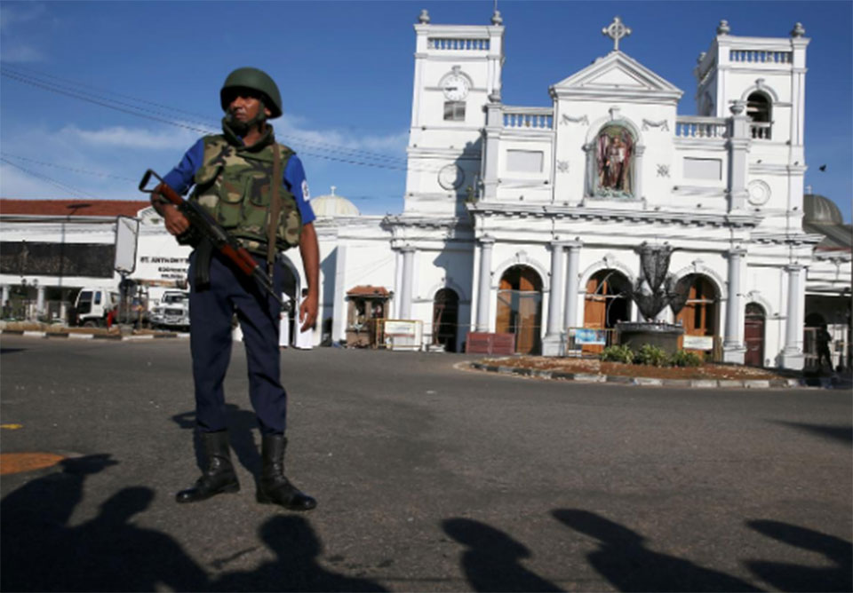 Sri Lanka lifts curfew after bomb attacks kill 290, wound 500