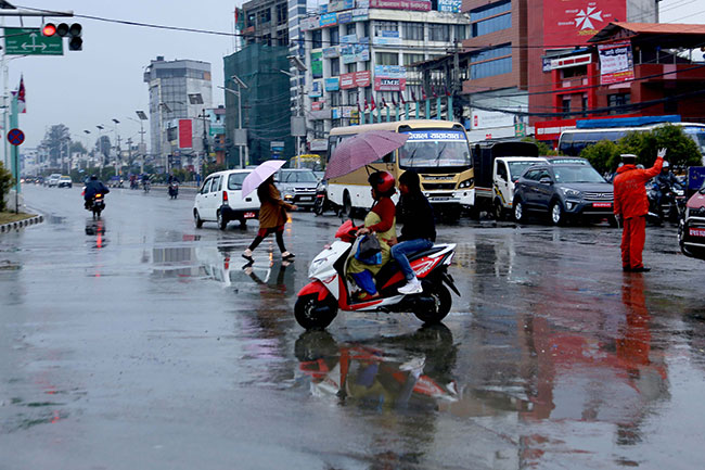 Westerly wind likely to bring rains till Monday