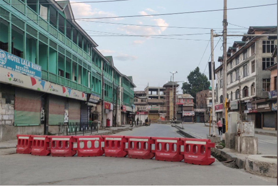 Second day of snapped telecoms links in Kashmir after India scraps special status