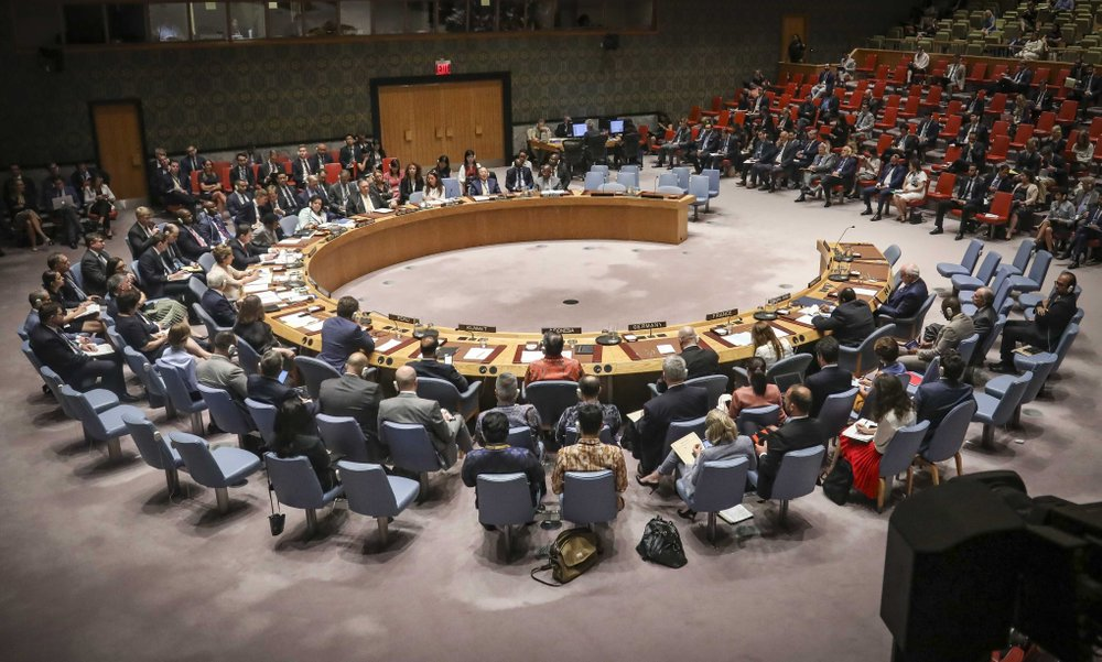 Pompeo urges fresh thinking on Mideast, warns Iran