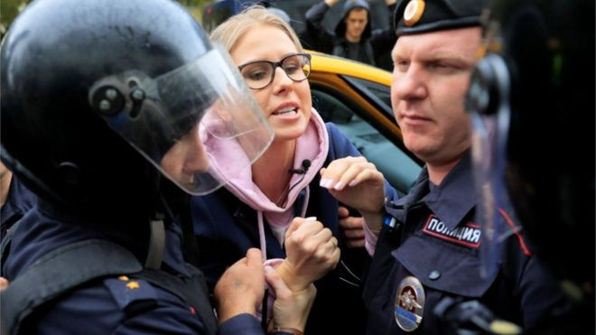 Russian police detain prominent opposition activist before protest