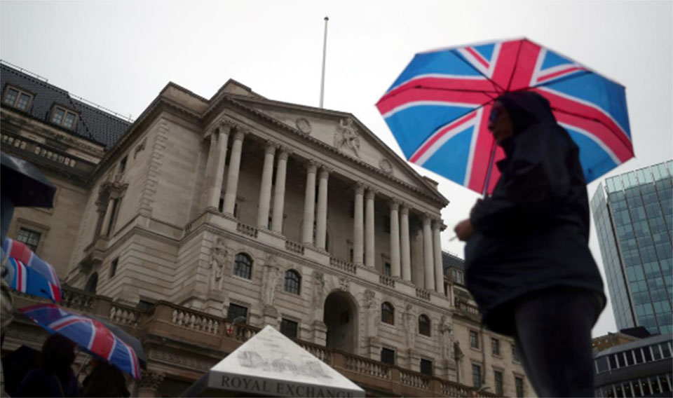 Brexit hazard warning lights: UK economy contracts for first time since 2012