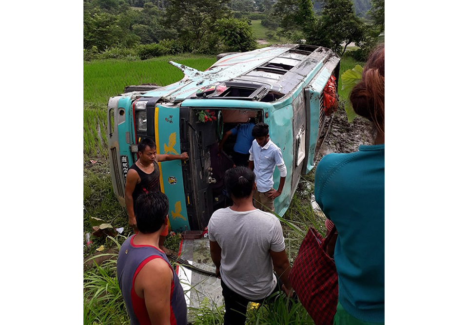 19 injured in Tanahun bus accident