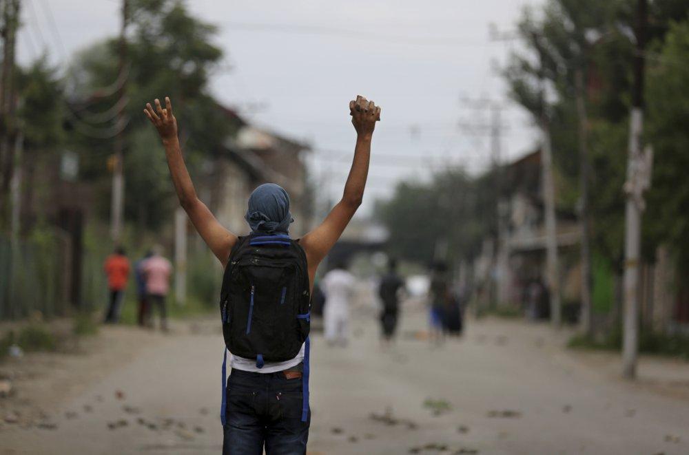 India to bring supplies to Kashmir; Pakistan to go to UN