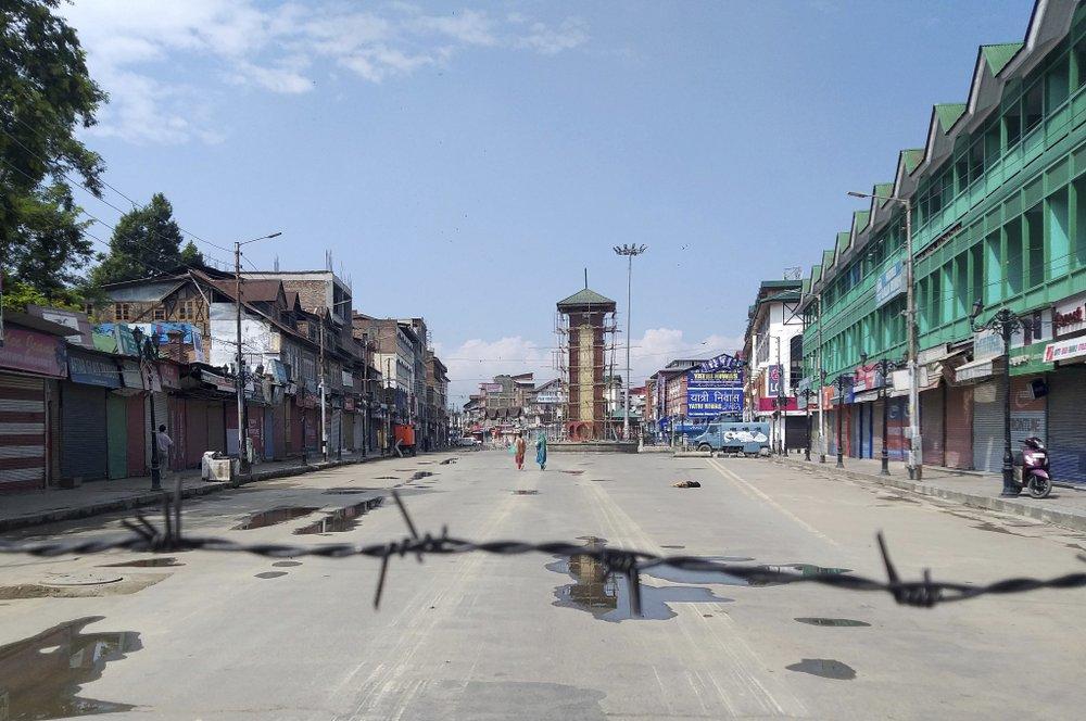 Kashmiri reporter finds fear, chaos in locked-down hometown