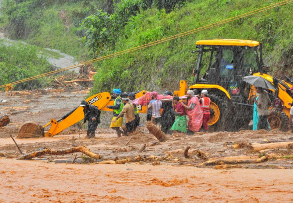 India floods kill more than 270, displace one million