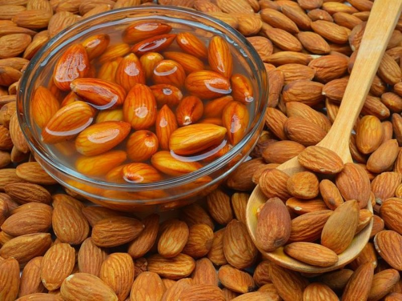 9 health benefits of soaked almonds