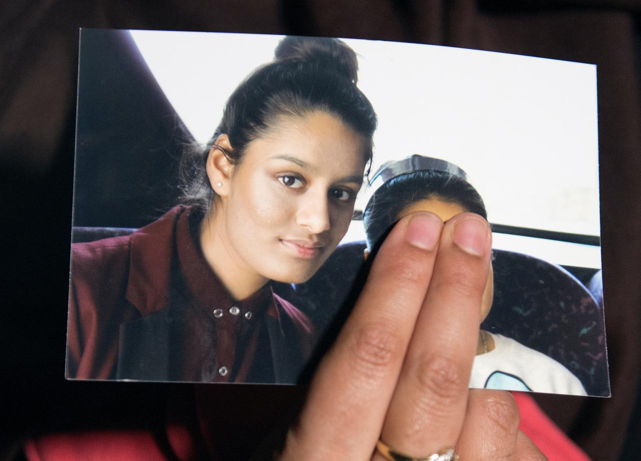 Father of UK teen who joined IS says don't scrap citizenship