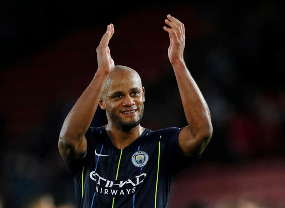 Title race not over even if Liverpool beat City, says Kompany