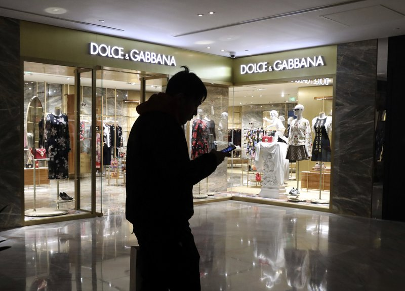 Chinese model in derided Dolce & Gabbana ads apologizes