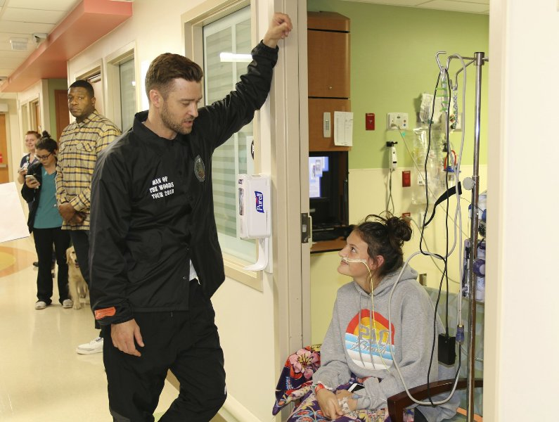 Timberlake pops in on patients at Texas children's hospital
