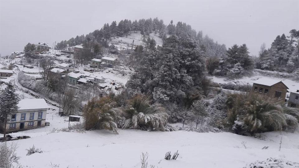 Heavy snowfall disrupts Solukhumbu-Kathmandu road