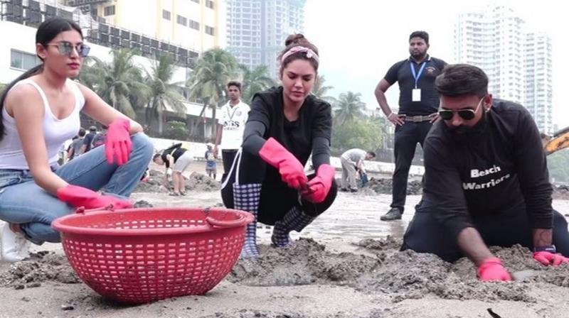 100 weeks of Dadar beach cleanup: Esha Gupta participates in the cleanliness drive
