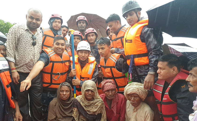 Nine people trapped from two days rescued