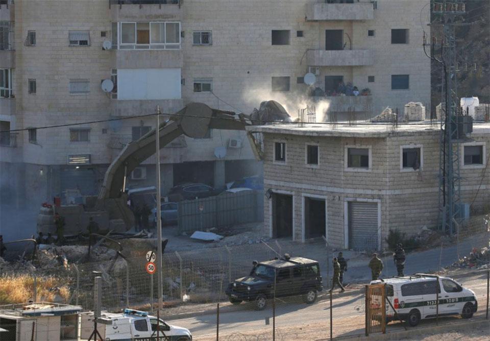 Israel begins to demolish homes on Jerusalem outskirts, stoking Palestinian fears