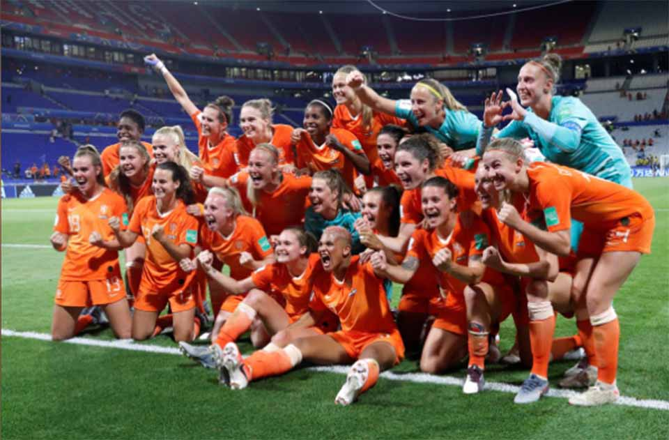 Netherlands reach first World Cup final with extra-time rocket