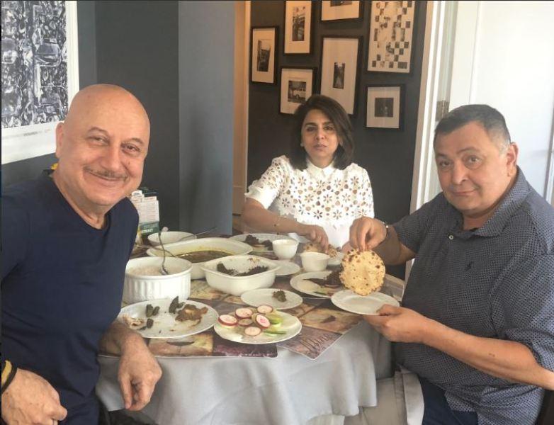 Anupam turns host for Rishi and Neetu Kapoor