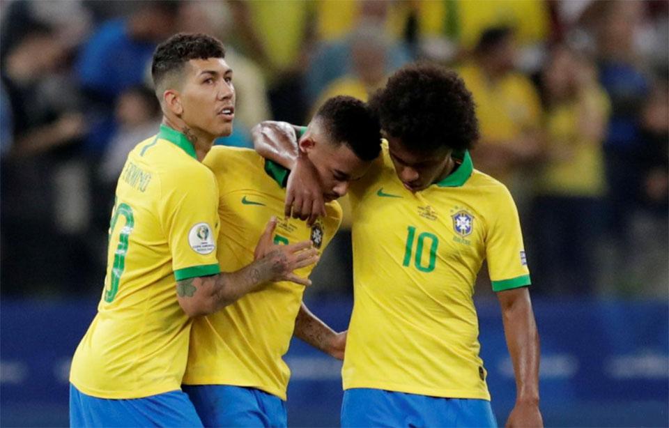 Classy Brazil crush Peru to reach Copa last eight