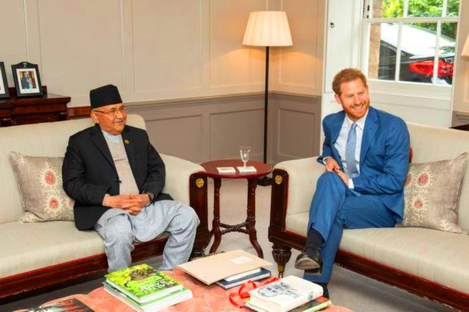 Prince Harry greets PM Oli at Kensington Palace (with photos)