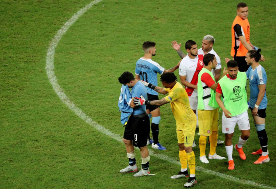 Suarez devastated as shootout miss sees Uruguay crash out of Copa