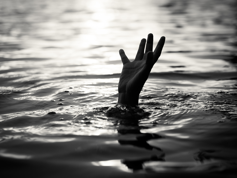 Two drowned to death in a pit