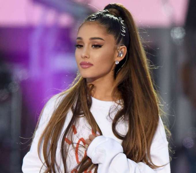 Ariana Grande tears up while paying tribute to her late ex-boyfriend