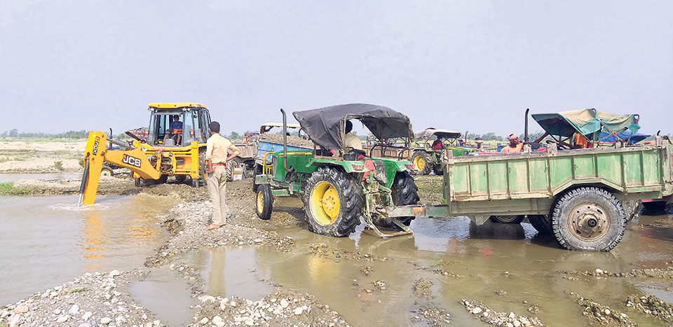 Exploitation of rivers rampant in Rautahat