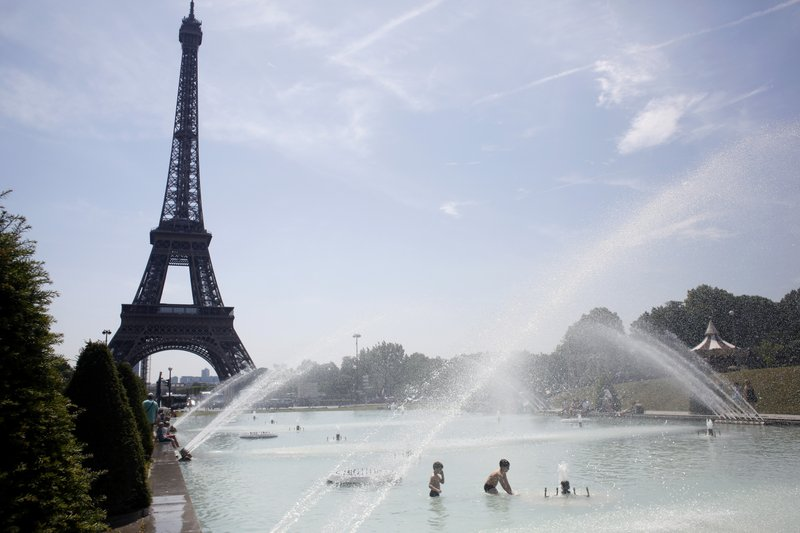 French govt slammed over pollution, slow climate response