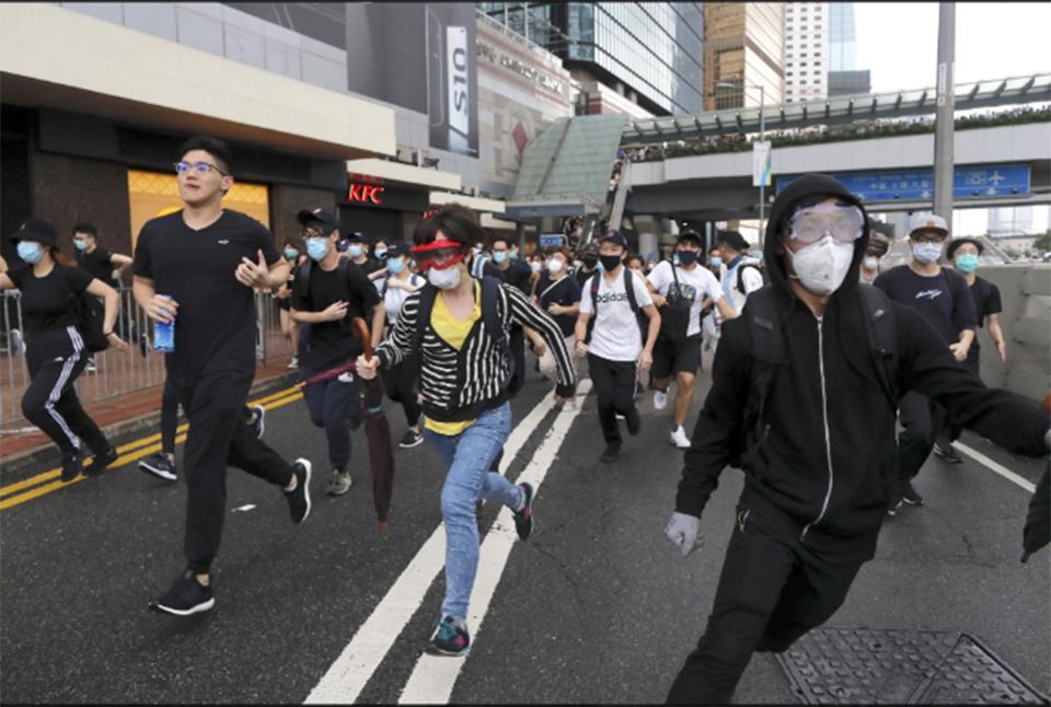 Crowd blocks Hong Kong HQ trying to halt bill