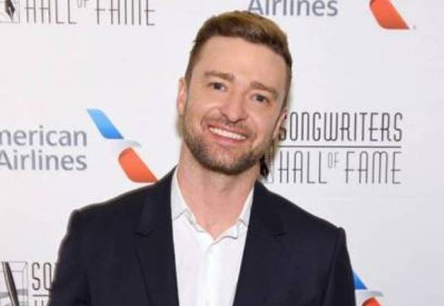 Justin Timberlake gives sweetest shout out to family after winning award
