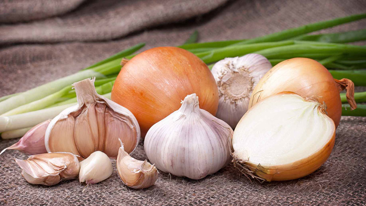Eating allium vegetables lowers risk of colorectal cancer: study