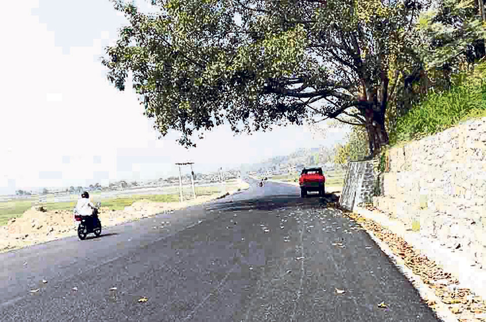 Blacktopping of Madan Bhandari Highway sees rapid progress