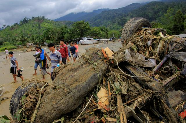 Around 35 tourists believed trapped after landslides in Indonesia's Lombok: official