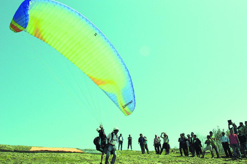 Tanahu's Byas Municipality tests paragliding flights