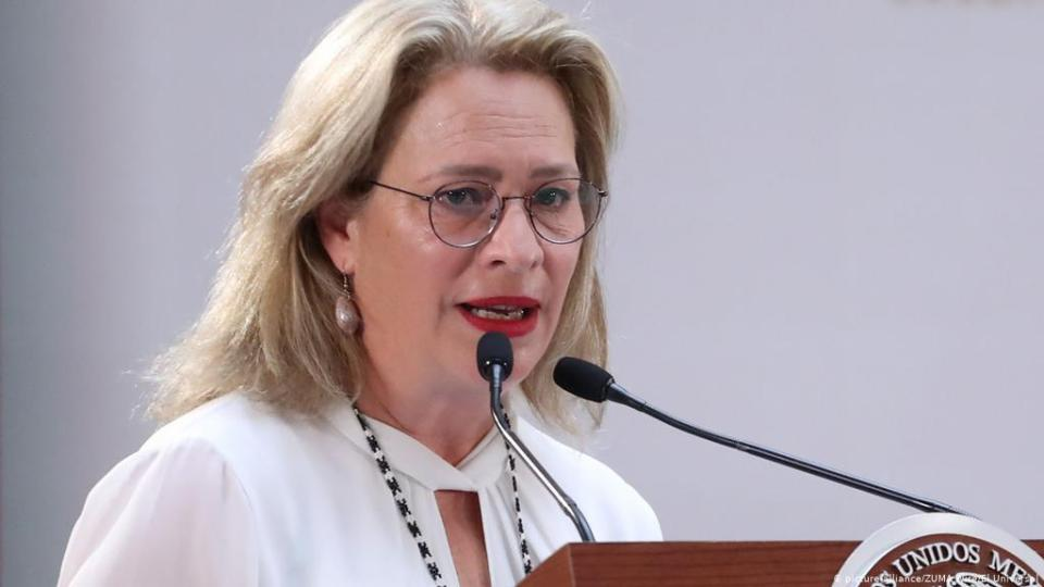 Mexico environment minister resigns for delaying flight
