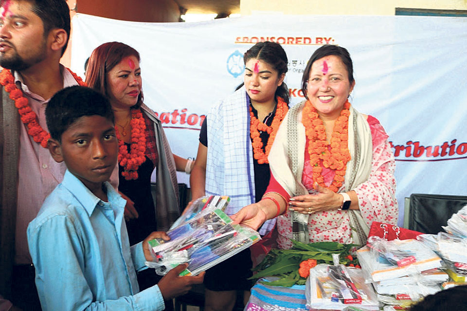 877 tornado-affected students get school materials in Bara