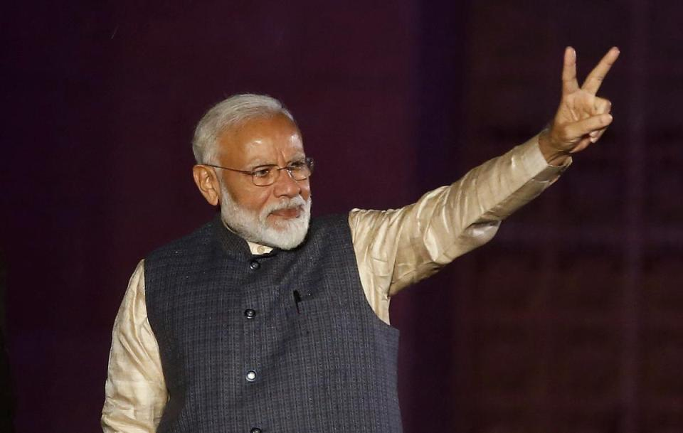 Cricket diplomacy: Modi comes bearing gifts on first post-election foreign trip