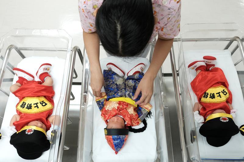China will scale its 2023 population peak