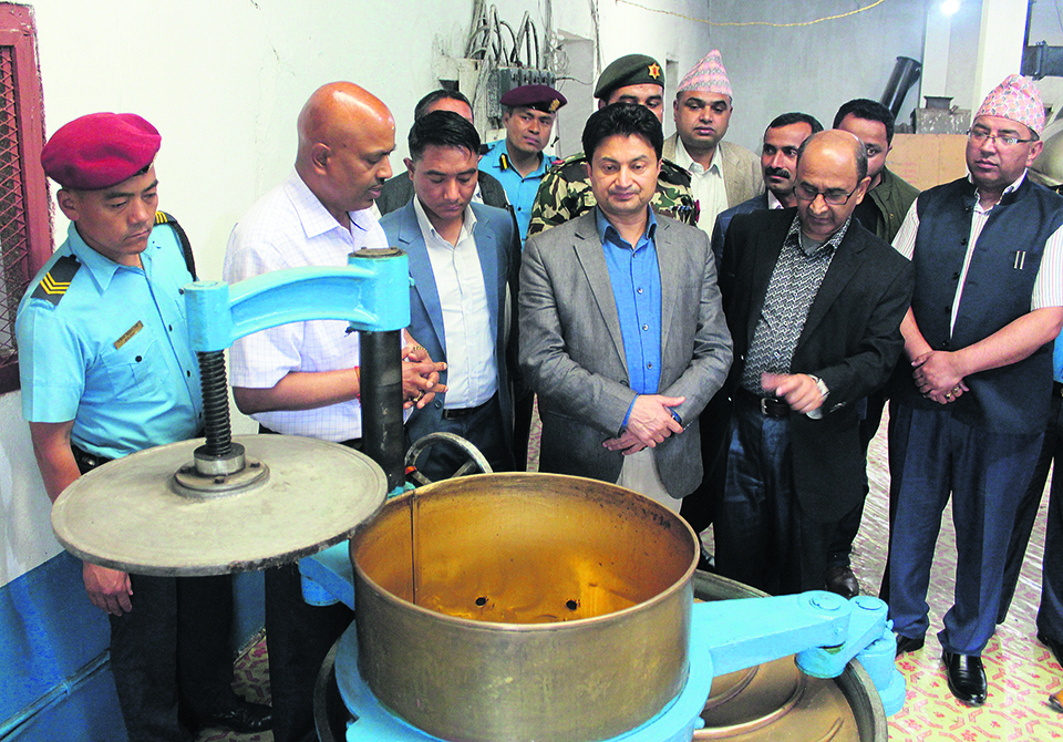 Labor and employment minister promises minimum wage to tea laborers in Ilam