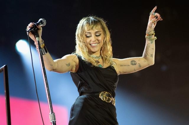 Miley Cyrus debuts 3 songs at BBC Radio 1's Big Weekend